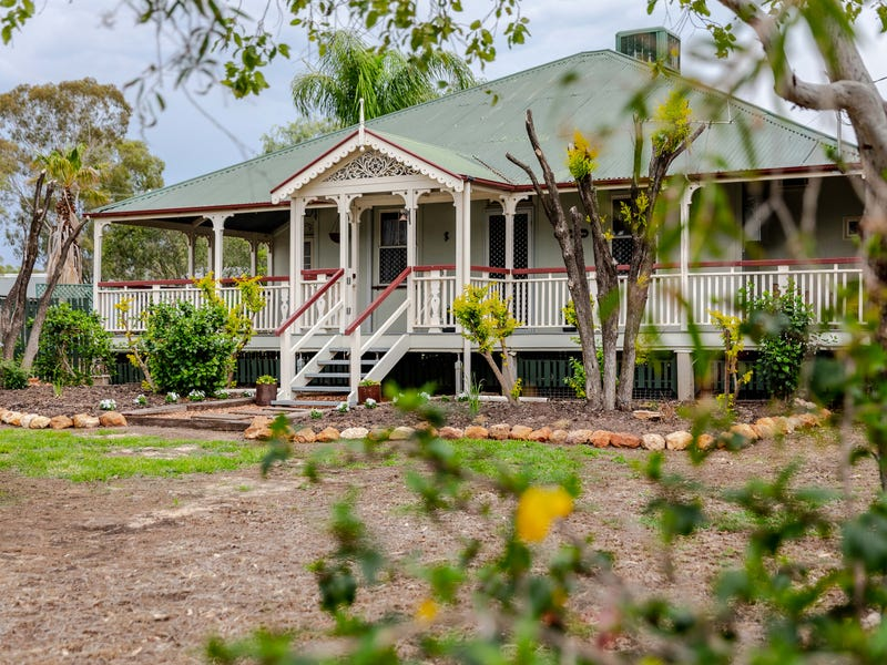 24 QUEEN STREET, Roma, Qld 4455