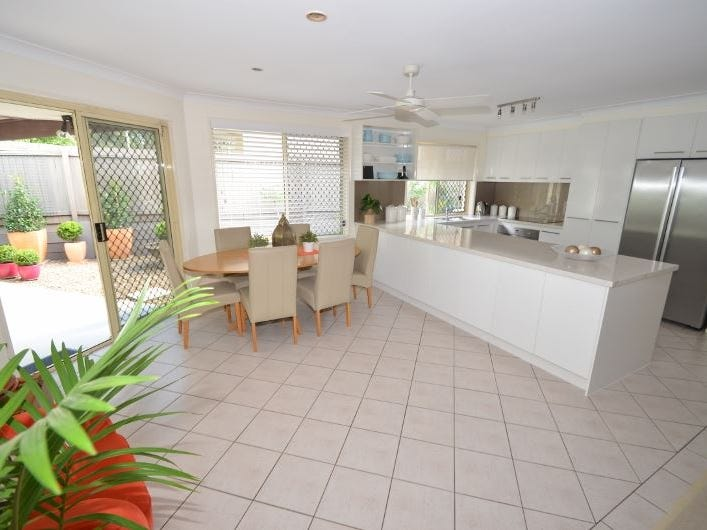 4b Joshua Close, Arundel, Qld 4214