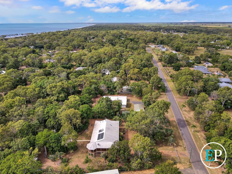 18 Kingfisher Crescent, Moore Park Beach, Qld 4670