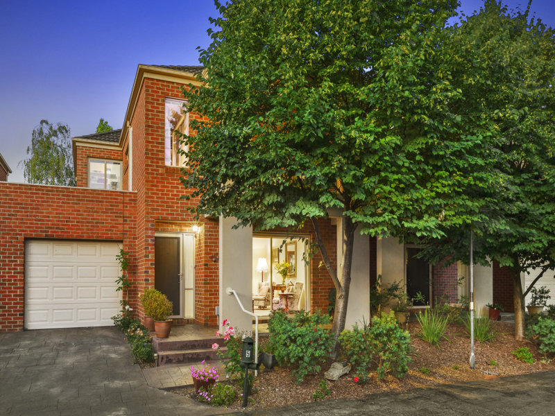 5 Maple Grove, Mitcham, Vic 3132