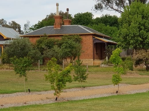 1 Crawford/howes Street, Chiltern, Vic 3683