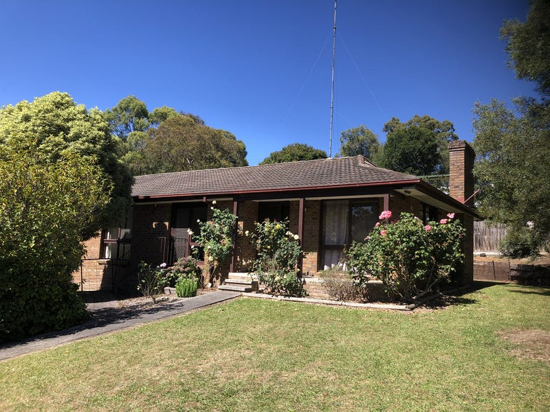 11 Woodleigh Court, Launching Place, Vic 3139