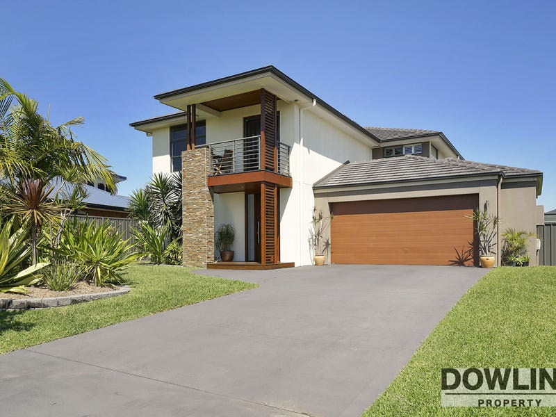 18 Monkerai Street, Fern Bay, NSW 2295
