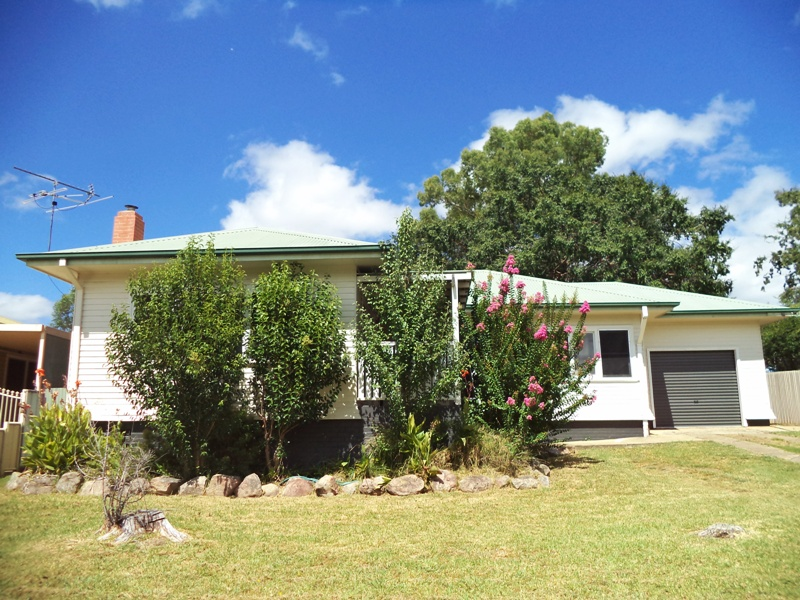 42 May Street, Inverell, NSW 2360