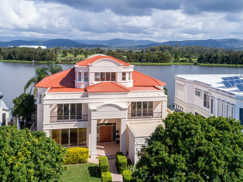 8 Istana View, Clear Island Waters, Qld 4226
