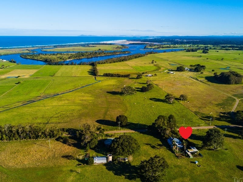 245 Beach Road, Mitchells Island, NSW 2430