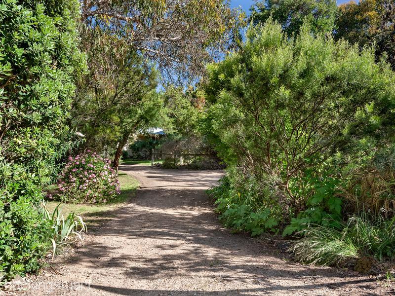 15 Ti-Tree Avenue, Blairgowrie, Vic 3942