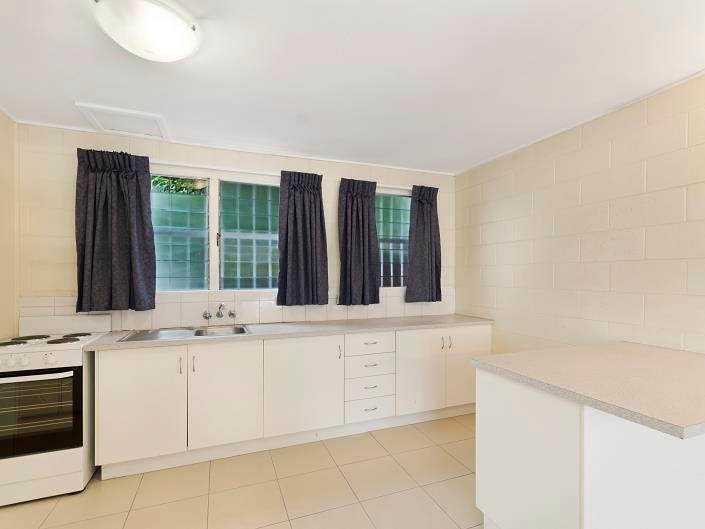 Pimlico, address available on request