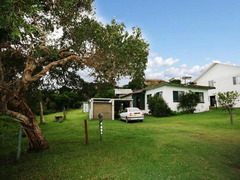 17 Pointsettia Crescent, Brooms Head, NSW 2463