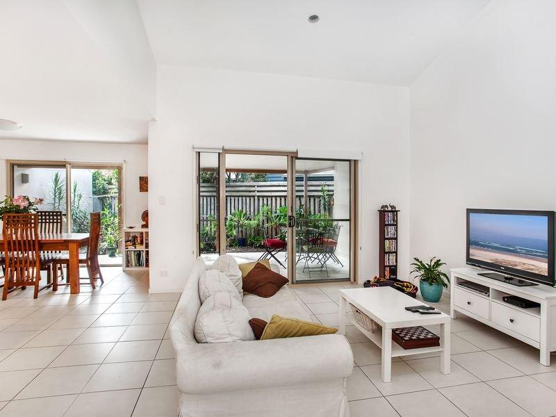 Unit 2/4 Halyard Court, Ocean Shores, NSW 2483