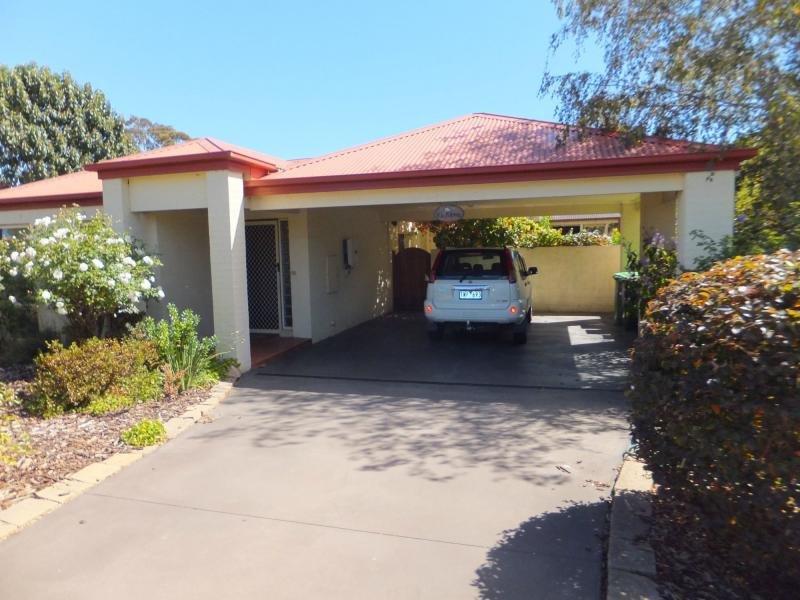 4 Charlton Place, Eastwood, Vic 3875