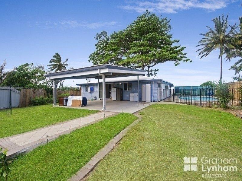 26 Reef Street, Saunders Beach, Qld 4818