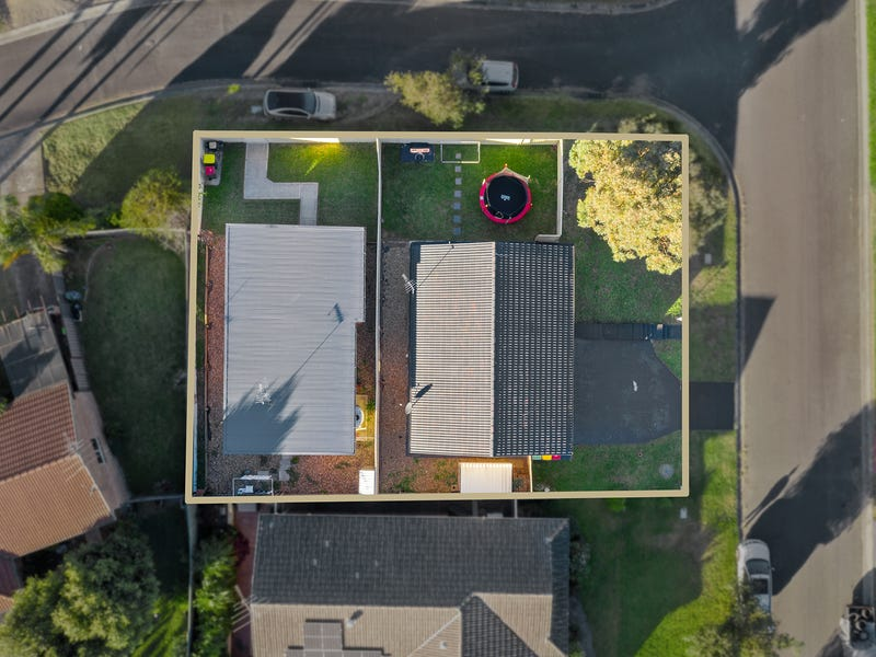 10 and 10a Brownlow place, Ambarvale, NSW 2560