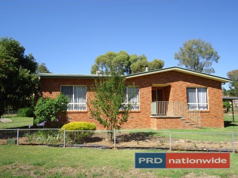 4 Travers Street, Adelong, NSW 2729