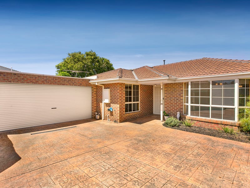 2/10 Wallace Crescent, Strathmore, Vic 3041