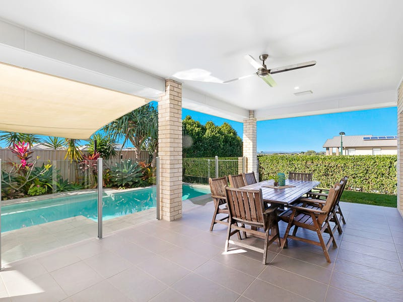 10 Magnetic Place, Redland Bay, Qld 4165