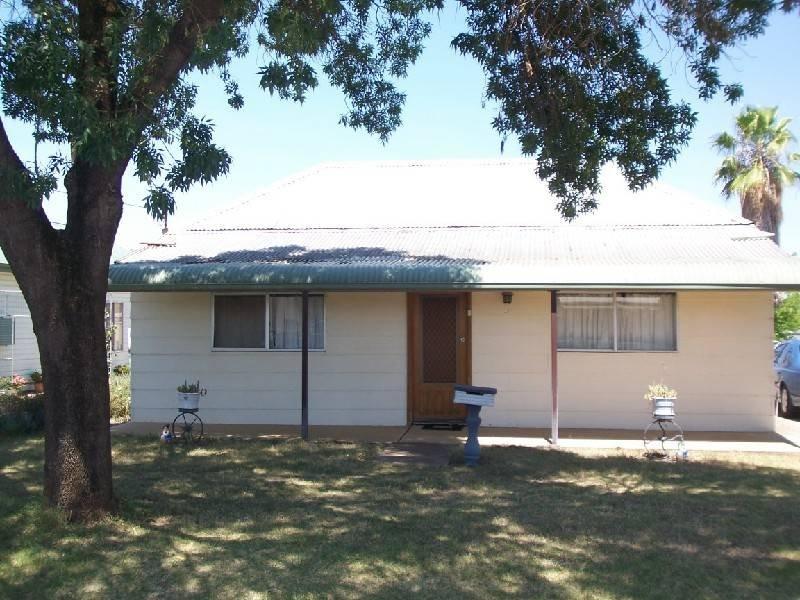 92 BERTHONG STREET, Cootamundra, NSW 2590