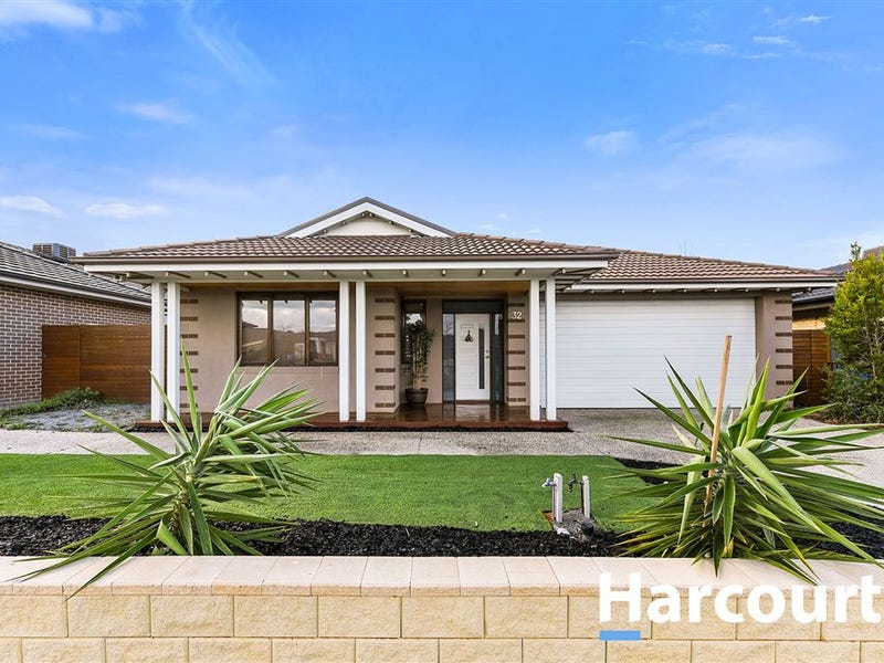 32 Mountainview Boulevard, Cranbourne North, Vic 3977