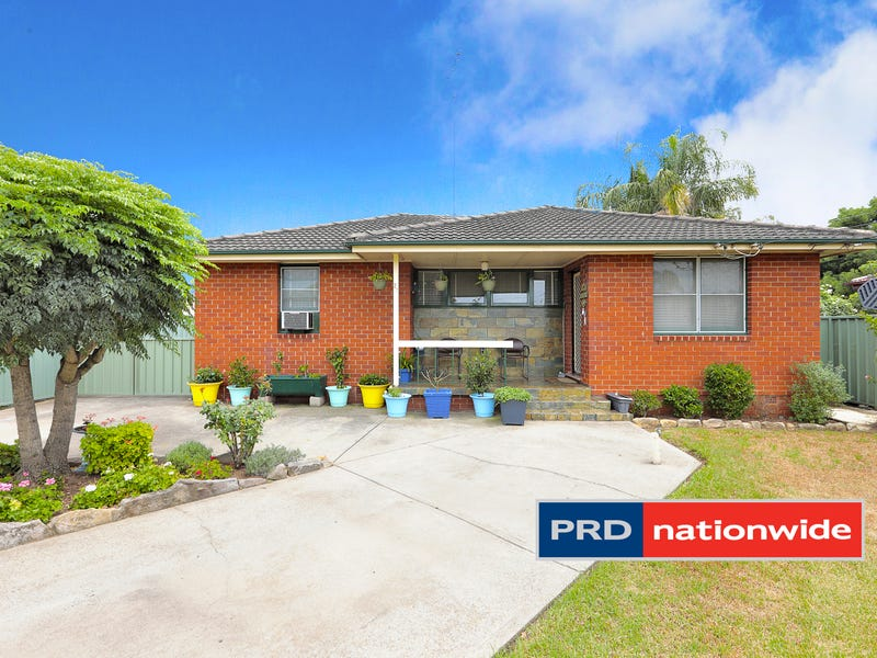 27 Sandakan Crescent, Lethbridge Park, NSW 2770