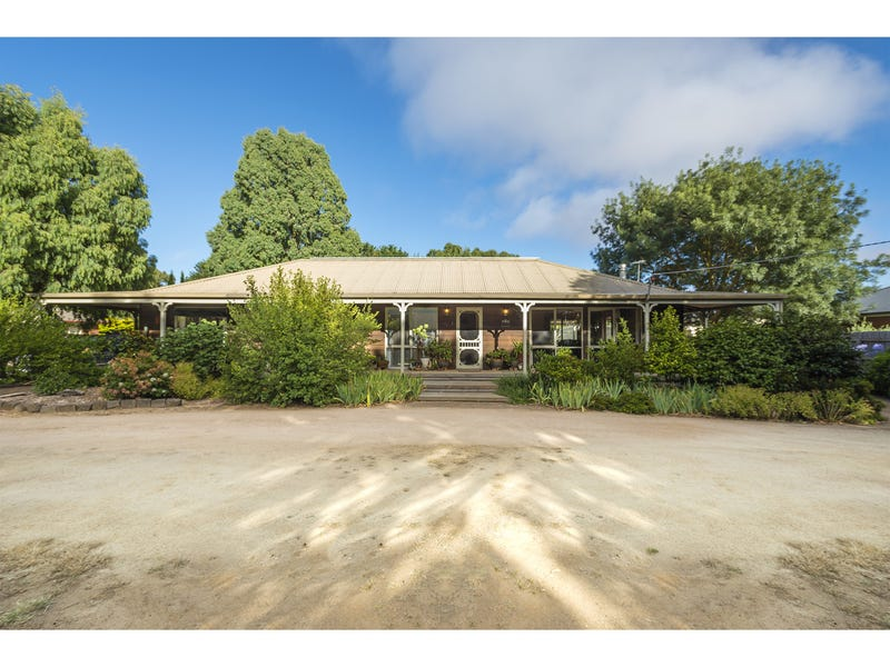 13 Clifton Drive, Lancefield, Vic 3435