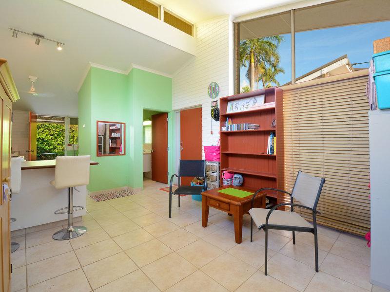 2/1 Martin Crescent, Coconut Grove, NT 0810