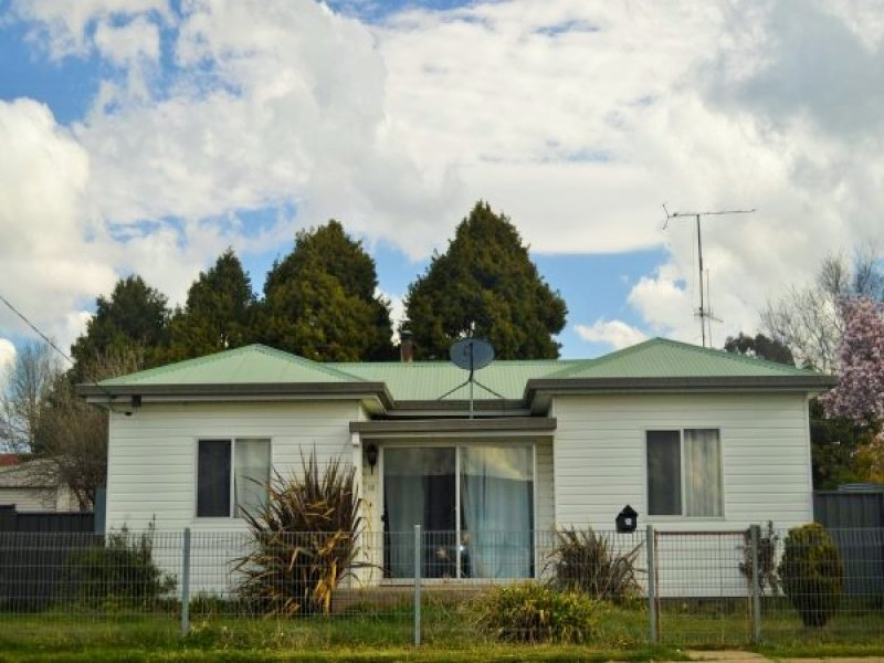 12 O'Donnell Avenue, Guyra, NSW 2365