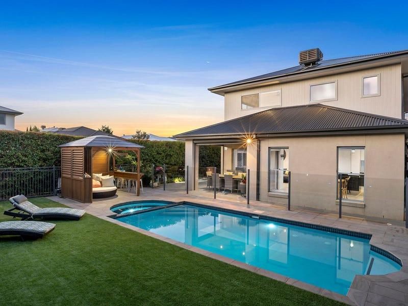 36 Oceanic Drive, Safety Beach, Vic 3936