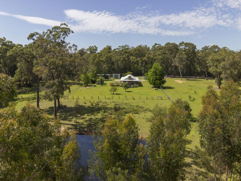 144 Jeremadra Grove, Mossy Point, NSW 2537