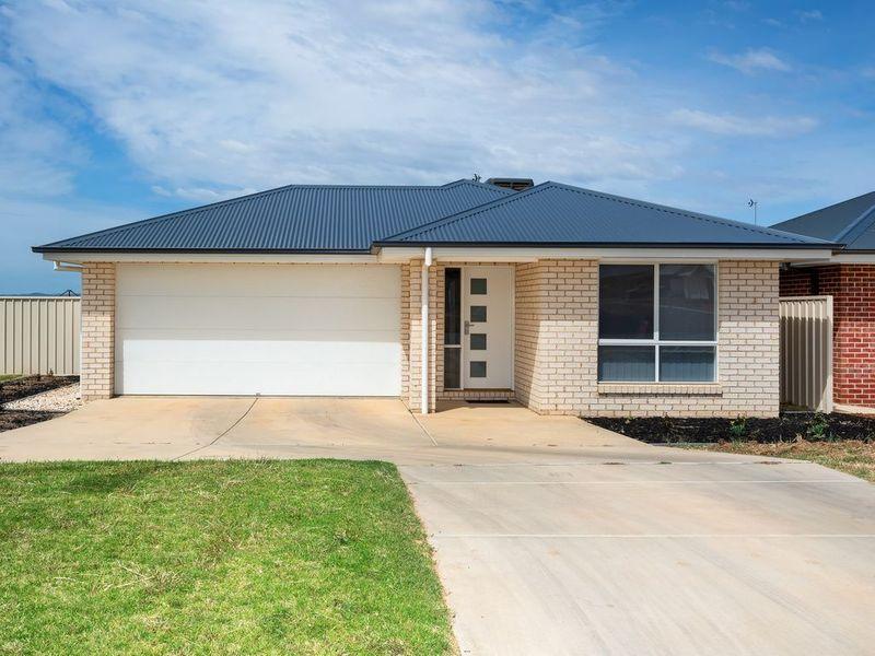 37 Cootamundra Boulevarde, Gobbagombalin, NSW 2650
