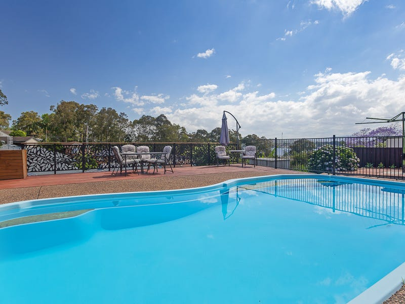 12 Middle Point Road, Bolton Point, NSW 2283