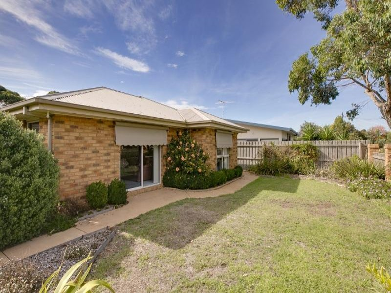 2/11 Fowler Grove, Newhaven, Vic 3925