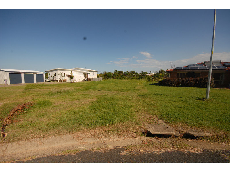 15 Crayke Court, Pacific Heights, Qld 4703
