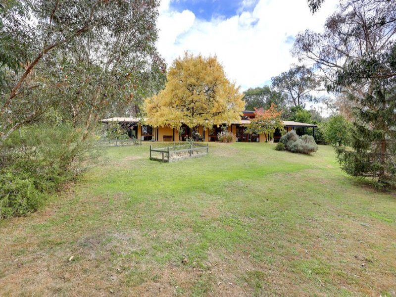 10 Fords Road, Gruyere, Vic 3770