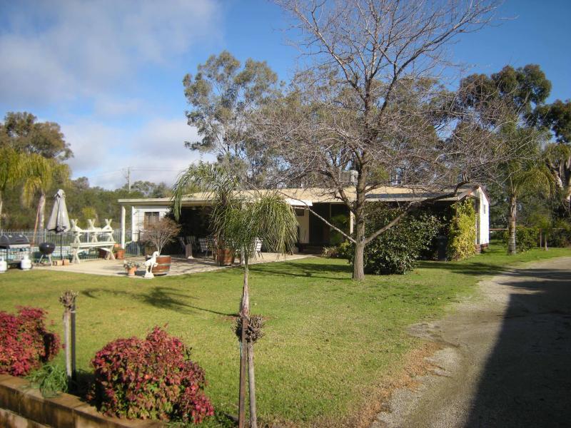 42 Racecourse Road, Thurgoona, NSW 2640