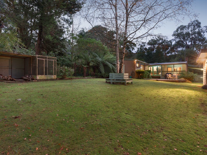 8 Glen Road, Cockatoo, Vic 3781