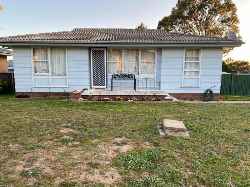 24 Yarrowlow Street, Goulburn, NSW 2580