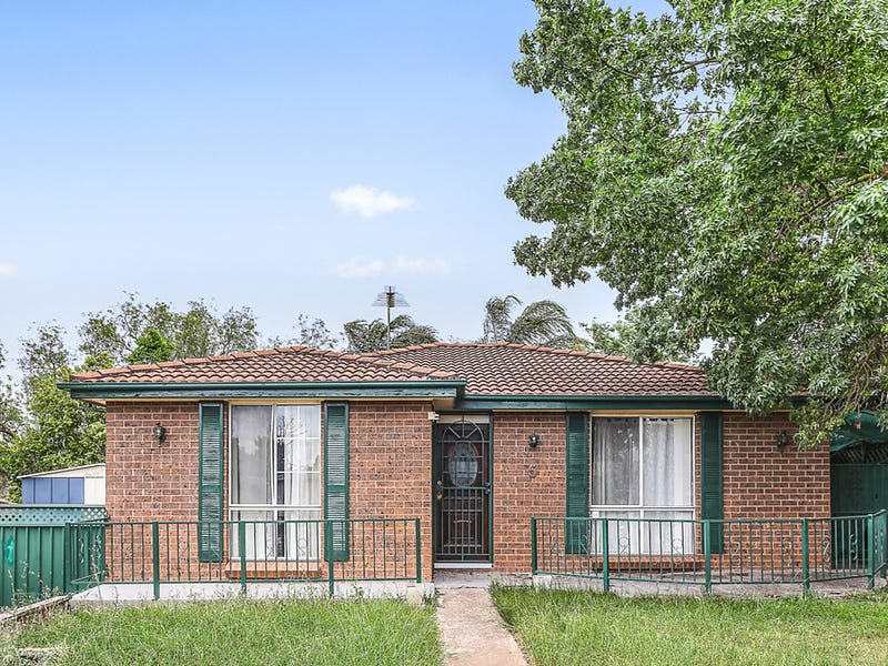 5 Gaspard Place, Ambarvale, NSW 2560