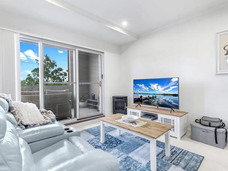 102/2 Howard Street, Warners Bay, NSW 2282