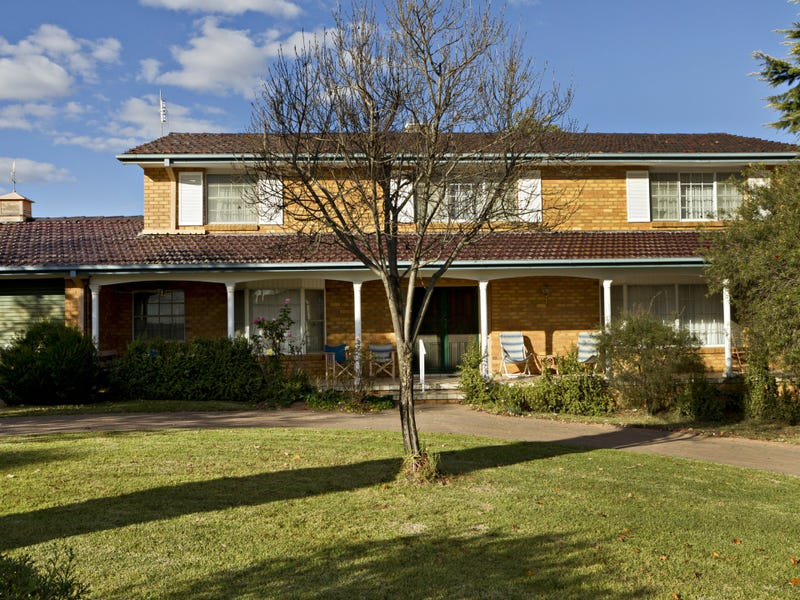 11 Normoyle Crescent, Young, NSW 2594