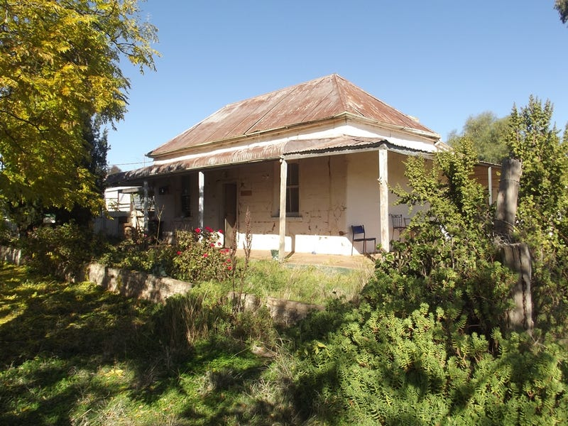 32 LEWIS STREET, Coolamon, NSW 2701