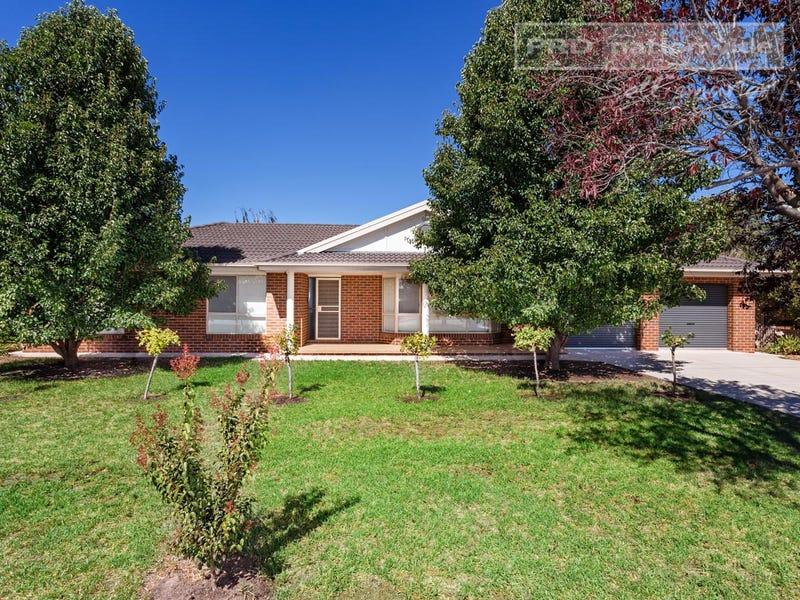 11 Inglis Street, Lake Albert, NSW 2650