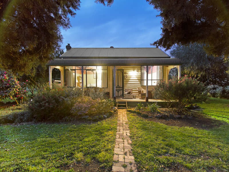 135 Ellett Road, Pakenham South, Vic 3810