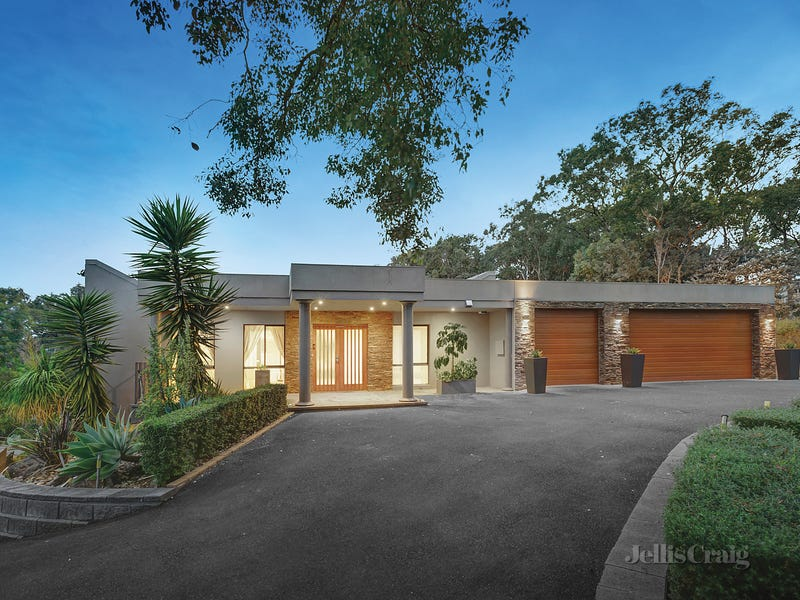 60 Thompson Crescent, Research, Vic 3095