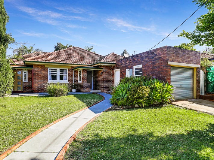26 Tolmie Street, South Toowoomba, Qld 4350