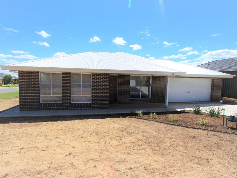 1/16 Hazelwood Drive, Forest Hill, NSW 2651