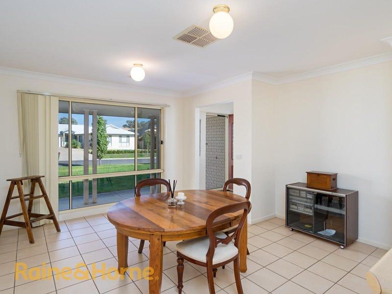 29 Paldi Crescent, Glenfield Park, NSW 2650