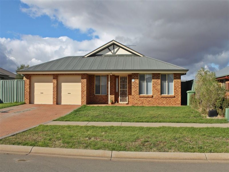 23 Lady Mary Drive, West Wyalong, NSW 2671