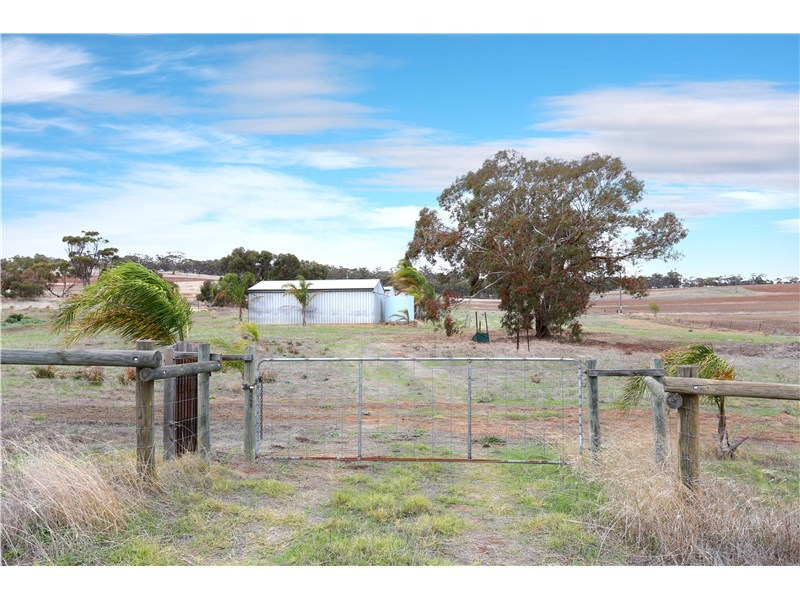 195a Great Southern Hwy, Beverley, WA 6304