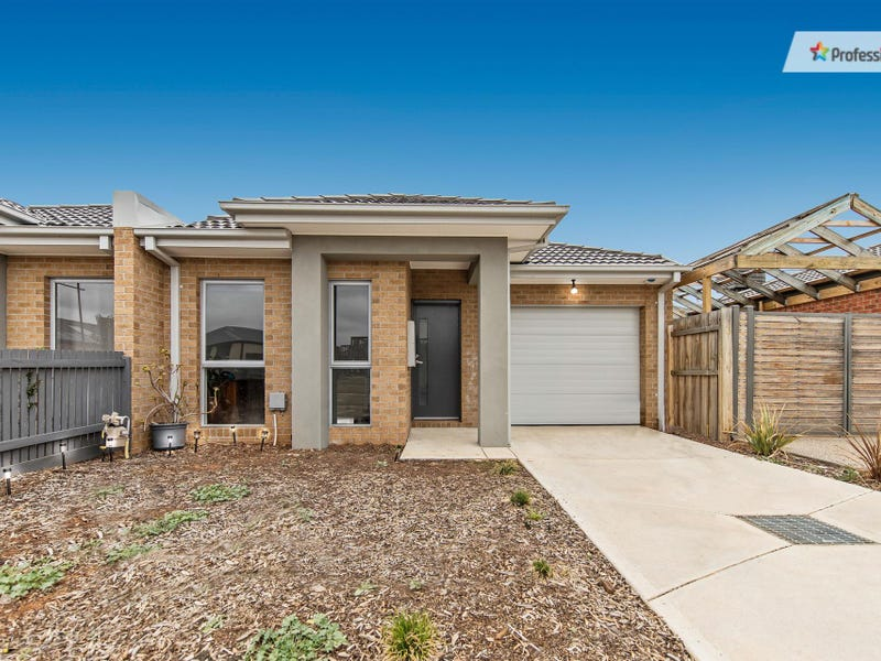 2/9 Cooloongup Crescent, Harkness, Vic 3337