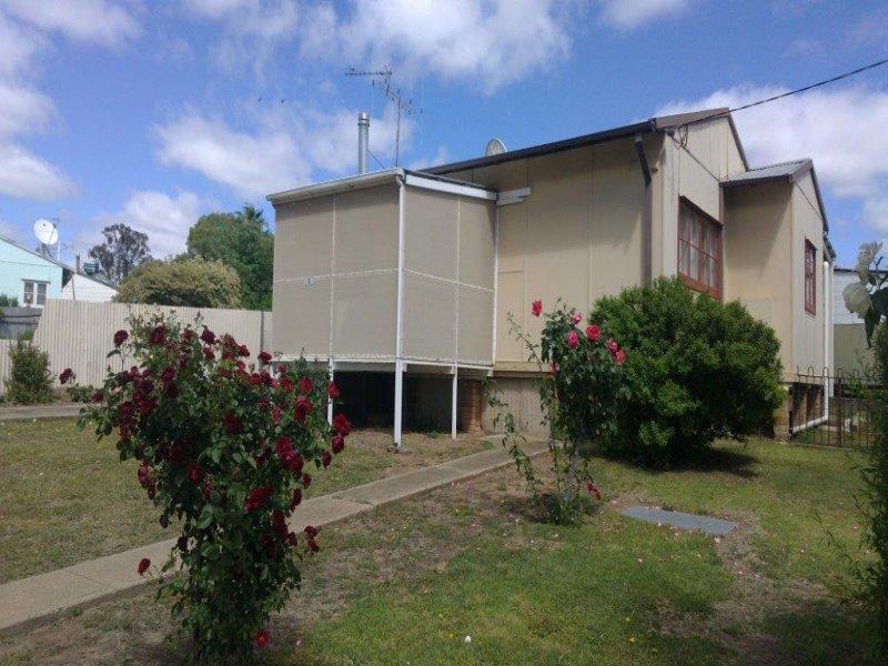 4 Naroogal Street, Mumbil, NSW 2820